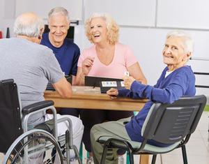 Senioren_am Tisch_Gedächtnistraining