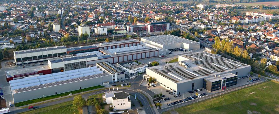 Blick über Groß-Gerau als Luftaufnahme, im Vordergrund das umgestaltete ehemalige Fagrogelände im Wasserweg 2.